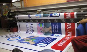 Afiş baskı yapmakta olan işletmemiz Damla Reklam ucuz afiş baskı ücretleri ile afiş bastırma çalışmalarını en iyi biçim de yürütmektedir.